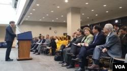 Phó Trợ lý Ngoại trưởng phụ trách về dân chủ, nhân quyền và lao động Scott Busby phát biểu tại buổi lễ hàng năm đánh dấu Ngày Nhân quyền Việt Nam ở trụ sở Quốc hội Mỹ, ngày 11/5/2016.