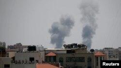 以色列空袭后加沙冒起的浓烟。(2018年5月29日)