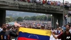 تظاهرات ضددولتی در خیابان های کاراکاس پایتخت ونزوئلا - ۴ اردیبهشت ۱۳۹۶