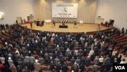 Para anggota parlemen Irak menghadiri sidang parlemen di Baghdad (foto: dok.).