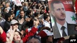 Pristalice sirijskog predsednika Bašara al-Asada izražavaju mu podršku tokom današnjih demonstracija u Damasku