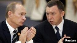 """""""Đại gia"""" nhôm Oleg Deripaska (phải) và Tổng thống Nga Vladimir Putin."""