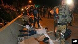 8月20日星期三警察開始逮捕對警察投擲物品的示威者。