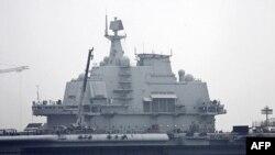Hàng không mẫu hạm 'Varyag' được khôi phục tại một xưởng đóng tàu ở Đại Liên, ngày 27/72011