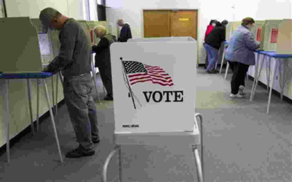Votantes en Omaha, Nevada, donde se predice una baja participación electoral, en torno al 39%.