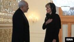 جولی بیشاپ، وزیر امور خارجه استرالیا پیش از این در سفر به تهران موضوع بازگشت پناهجویان را طرح کرده بود