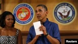Estando de vacaciones en Hawaii el presidente Barack Obama firmó siete leyes y entre ellas la ley del presupuesto poniendo fin, al menos por ahora, a largos enfrentamientos entre demócratas y republicanos.