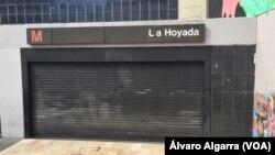 La estación de Metro La Hoyada en el centro de Caracas, Venezuela, está cerrada el martes, 31 de julio de 2018, debido a un apagón general.