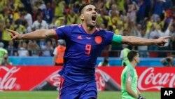Radamel Falcao de Colombia celebra tras meter su segundo gol en el partido con Polonia el domingo 24 de junio de 2018, en Kazán, Rusia.
