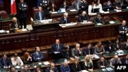 Berlusconi Güvenoyu Sınavını Geçti