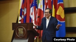 File - Former Singaporean diplomat Bilahari Kausikan at a forum held at the ASEAN Secretariat in Jakarta, Indonesia, on March 22, 2019. (Courtesy photo of ASEAN)