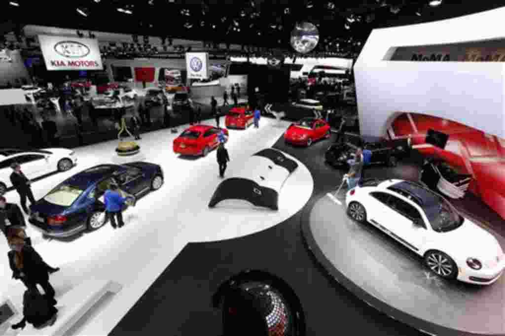 El Salón del Automóvil estará abierto al público desde el 14 de enero hasta el 22 de enero de 2012.