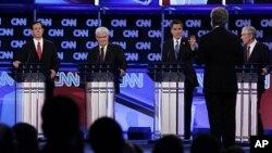 Републиканските претенденти на конзервативен форум