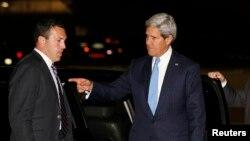 Ngoại trưởng Mỹ John Kerry đáp máy bay từ Căn cứ Không quân Andrews lên đường đến dự cuộc họp với Ngoạitrưởng Nga Sergey Lavrov tại Geneva, ngày 11/9/2013.
