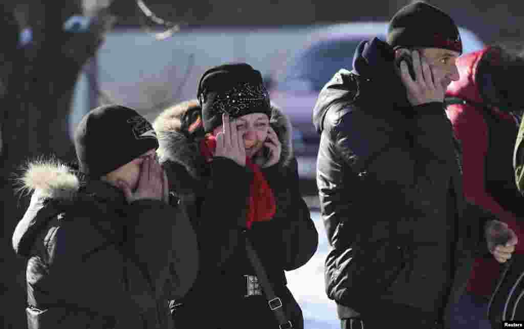 У Донецьку родина оплакує смерть батька, який загинув під час обстрілу міста.