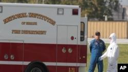 La paciente fue trasladada desde una instalación médica fuera del país a la unidad especial de los Institutos Nacionales de Salud, en Bethesda, Maryland.
