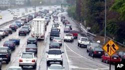 Kemacetan jalan raya di Los Angeles, salah satu kota dengan lalu lintas terpadat di Amerika Serikat. (Foto: Dok)