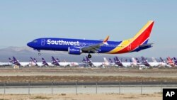 Foto de un Boeing 737 Max de Southwest Airlines el sábado 23 marzo de 2019, en el aeropuerto Southern California Logistic en Victorville, California. Un avión similar presentó problemas el martes 27 de marzo, cuando era llevado de Florida a California.