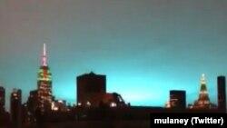 Queens bölgesinde meydana gelen trafo patlaması sonucu New York'ta gökyüzü aydınlandı