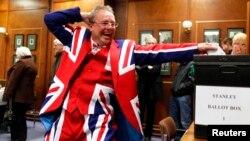 Cử tri quần đảo Falkland sẽ trả lời 'có' hay 'không' đối với câu hỏi: 'Quý vị có muốn quần đảo Falkland duy trì tình trạng chính trị hiện thời, là lãnh thổ ở hải ngoại của Vương quốc Anh hay không?'