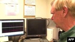 Biolog Luis Ziska već nekoliko godina uporedjuje uzgojeni pirinač i srodni crveni pirinač.