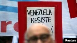"""Лозунг венесуэльской оппозиции: """"Венесуэла, сопротивляйся!"""""""