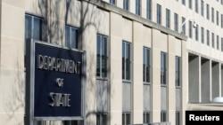 汤普森目前担任国务院政策规划办公室的特别顾问