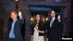 شہزادہ ہیری (بائیں) شہزادی کیتھرین اور شہزادہ ولیم