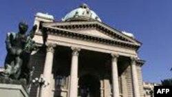Parlamenti serb miraton një rezolutë për më shumë dialog me Kosovën