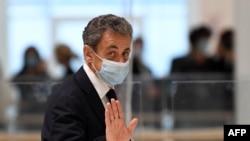 Antigo Presidente francês Nicolas Sarkozy à chegada ao tribunal, 23 Novembro 2020