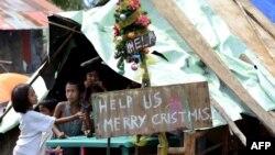 Trẻ em trong một khu tạm trú trong tỉnh Samar, Philippines 28/11/13