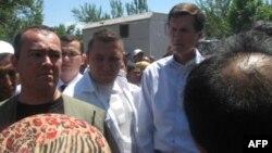 """""""Dahshatli zo'ravonlik bilan yuzlashgan kishilarning ko'rgan-kechirganlarini tinglab, dilimiz xunibiyron bo'ldi"""", - deydi AQSh diplomati. 18 iyun, 2010, Andijon."""