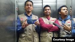 Tiga pemuda Indonesia yang kini menjadi relawan MER-C di Gaza, Palestina. Fikri paling kiri. (foto: courtesy)