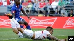 Un cabezazo de Paolo Guerrero de la selección de futbol de Perú, le dio el triunfo a los Incas frente a Haití.