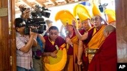 Tibete: Dalai Lama afasta-se da vida política