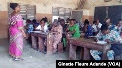 Première évaluation des enseignants, janvier 2019 à Cotonou. ( VOA/Ginette Fleure Adande)