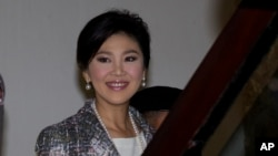 ក្រុមព្រះរាជអាជ្ញា បានប្តឹងចោទលោកស្រី Yingluck (ខាងលើ) នៅថ្ងៃព្រហស្បតិ៍នេះ អំពីការធ្វេសប្រហែសក្នុងការគ្រប់គ្រងកម្មវិធីនេះ ដែលបានបង់ប្រាក់ទៅឲ្យក្រុមកសិករ លើសពីតម្លៃនៅក្នុងទីផ្សារសម្រាប់ស្រូវអង្ករ។
