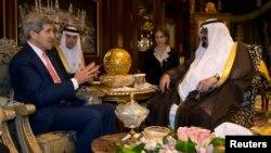 Ngoại trưởng Mỹ John Kerry gặp Quốc vương Ả Rập Xê-út Abdullah tại Riyadh, ngày 4/11/2013