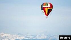 Balon udara di atas pegunungan Rocky. (Foto: Ilustrasi)
