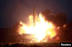 Kuzey Kore resmi haber ajansı tarafından servis edilen ve açıklanmayan bir yerden atılan füze