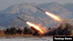 북한 관영 매체가 공개한 방사포 훈련 장면. (자료사진)