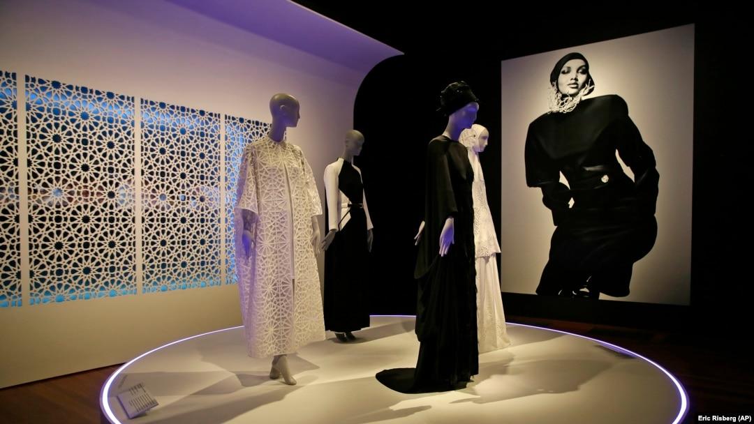 Modern Muslim Women S Fashion Debuts At San Francisco Museum