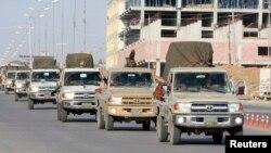 伊拉克库尔德武装部队车队离开伊拉克北部经埃尔比勒前往叙利亚科巴尼作战