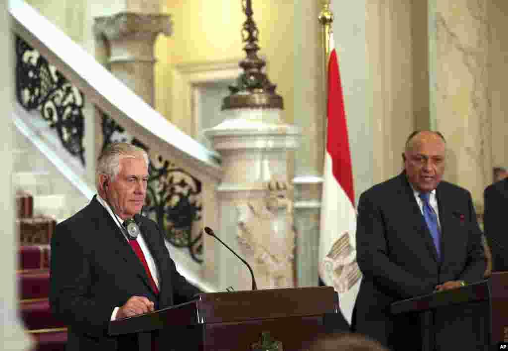 وزیر خارجه آمریکا در مصر؛ آقای تیلرسون سفر پنج روزه ای به خاورمیانه داشته و به اردن و ترکیه و عراق نیز سفر می کند.