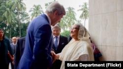 John Kerry rencontre la Première Ministre du Bangladesh, Sheikh Hasina Wazeda, à Dacca, le 29 août 2016.