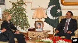 美國國務卿克林頓和巴基斯坦總統扎爾達里