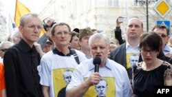 Олег Шеин (слева)