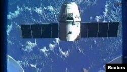 Momento en que la cápsula se separaba de la Estación Espacial Internacional para su retorno a la Tierra.