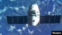 La NASA paga a la firma SpaceX más de $1.000 millones de dólares por llevar a cabo una docena de estas misiones.