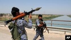 Polisi wa Iraqi wakifanya doria kaskazini mwa Baghdad, Iraq, Juni 26, 2014.